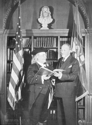 President Thomas Gates with Franklin Bache Huntingdon as Benjamin Franklin, 1940