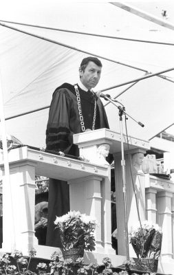 Sheldon Hackney speaking at Commencement, 1987