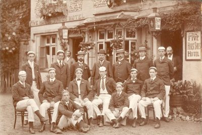 Men's crew, group in front of the Five Horseshoes Hotel, Henley Regatta, 1901