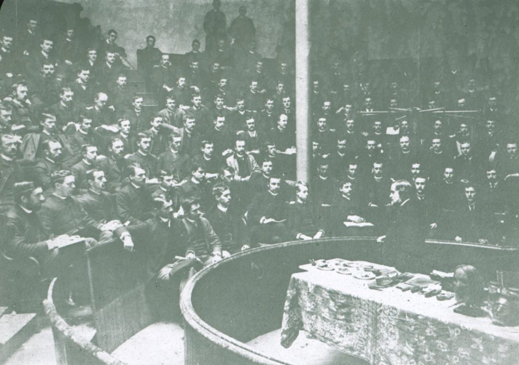 Joseph Leidy lecturing on anatomy to Class of 1887, 1886