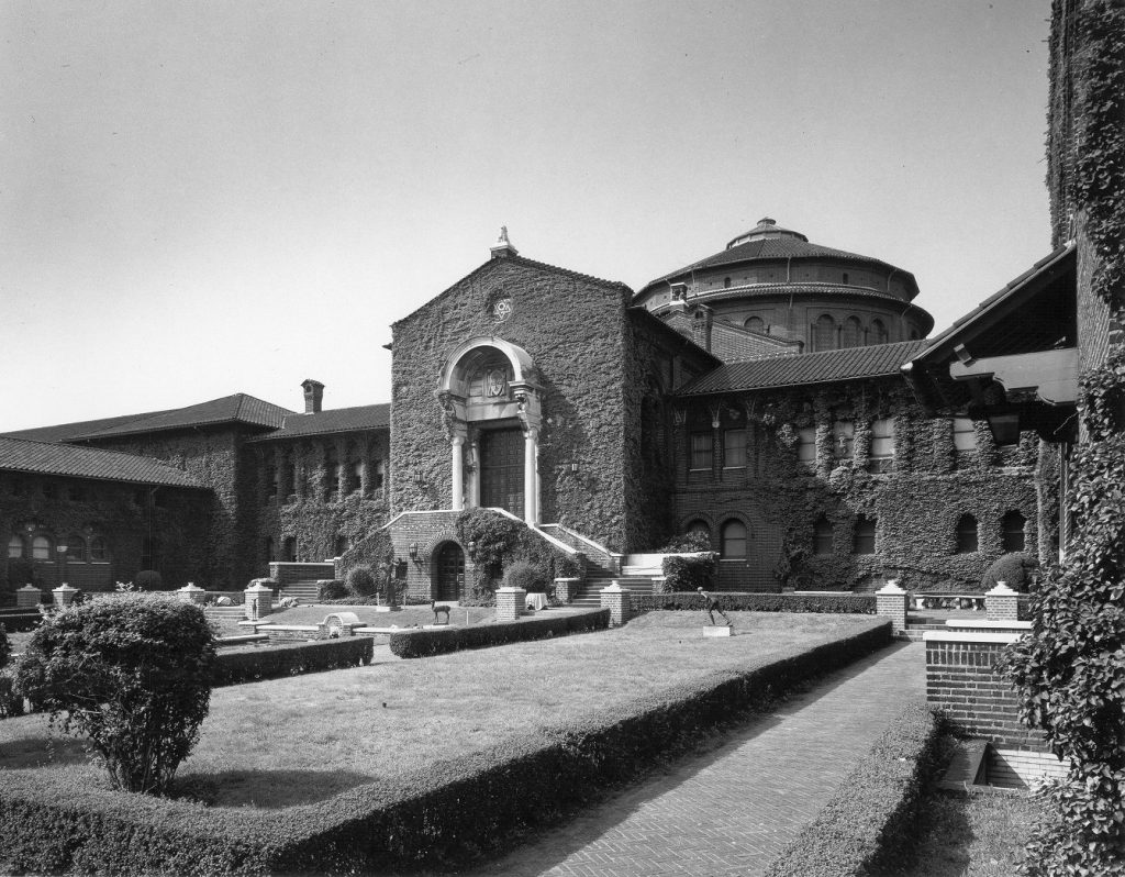 Museum of Archaeology and Anthropology, courtyard and main entrance, 1961