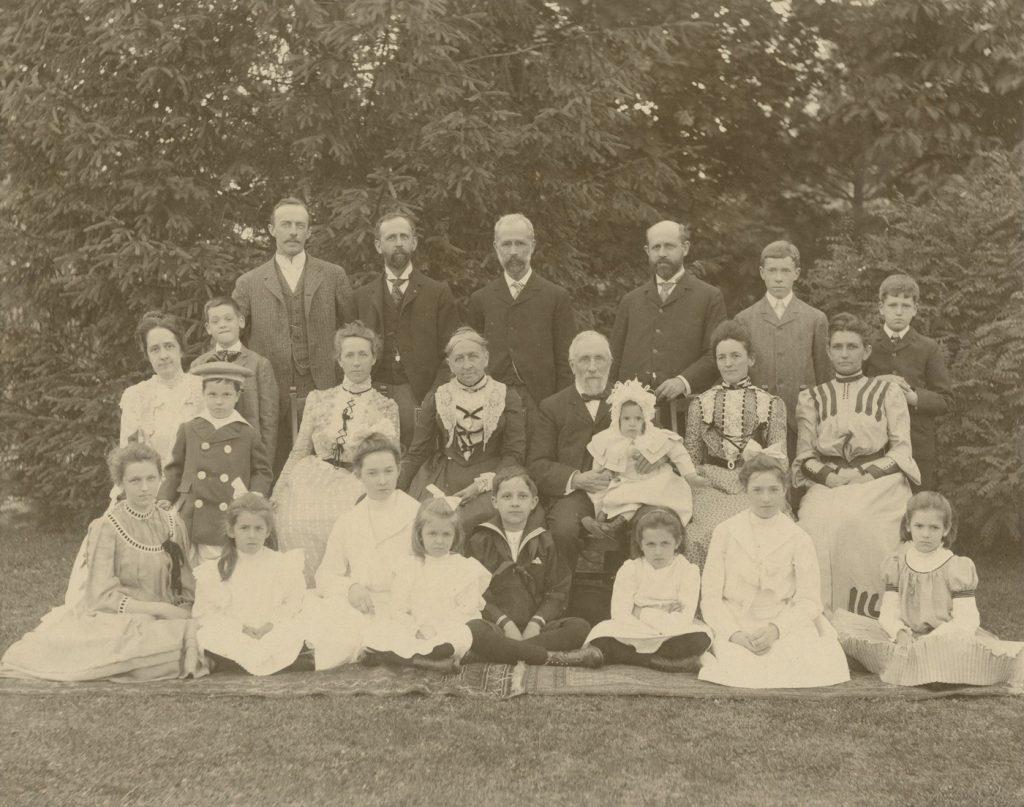 Gest family portrait, 1902