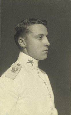 Granville Roland Fortescue (1875-1952), Class of 1899, portrait photograph in military uniform, 1900