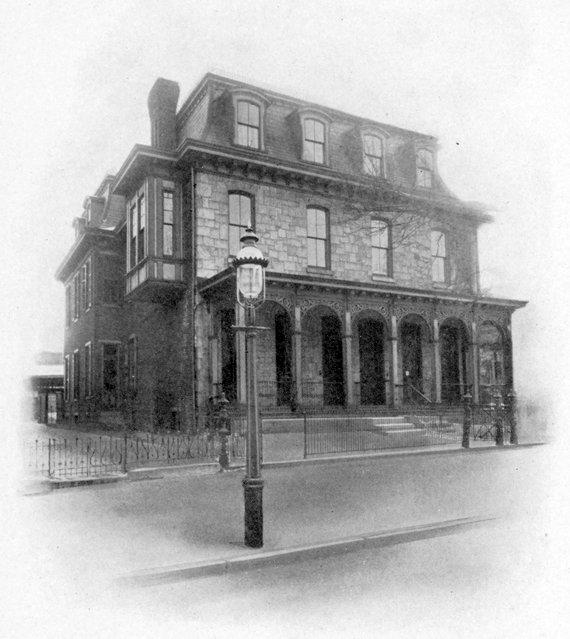 Delta Upsilon, fraternity house, 1905